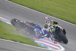 Kenan Sofuoglu, Kawasaki Puccetti Racing, Federico Caricasulo, GRT Yamaha Official WorldSSP Team crash
