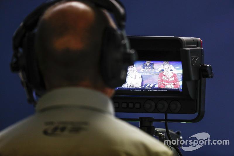 Kamera bei der Pressekonferenz