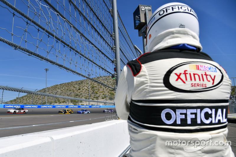 Ryan Blaney, Team Penske Ford y Brendan Gaughan, Richard Childress Racing Chevrolet