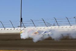 Kyle Busch, Joe Gibbs Racing Toyota, Erik Jones, Furniture Row Racing Toyota ,Matt Kenseth, Joe Gibbs Racing Toyota and Ty Dillon, Germain Racing Chevrolet crash
