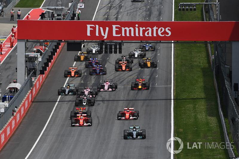 Лидирует Валттери Боттас, Mercedes AMG F1 W08