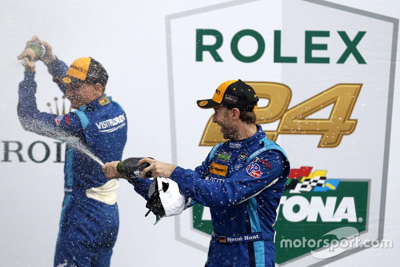 Champagne voor #90 VisitFlorida.com Racing Multimatic Riley LMP2: Renger van der Zande, René Rast