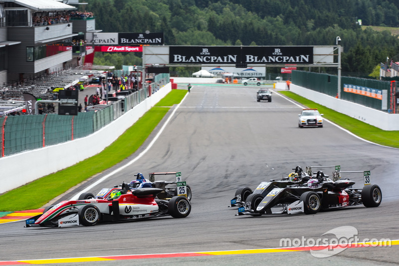 Mick Schumacher, Prema Powerteam, Dallara F317 - Mercedes-Benz, Marino Sato, Motopark, Dallara F317 - Volkswagen