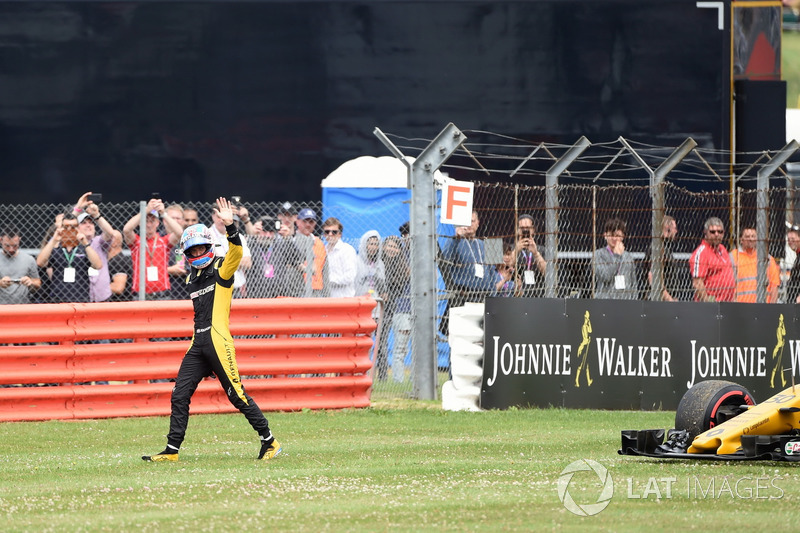 Race retiree Jolyon Palmer, Renault Sport F1 Team after stopping on track on the parade lap