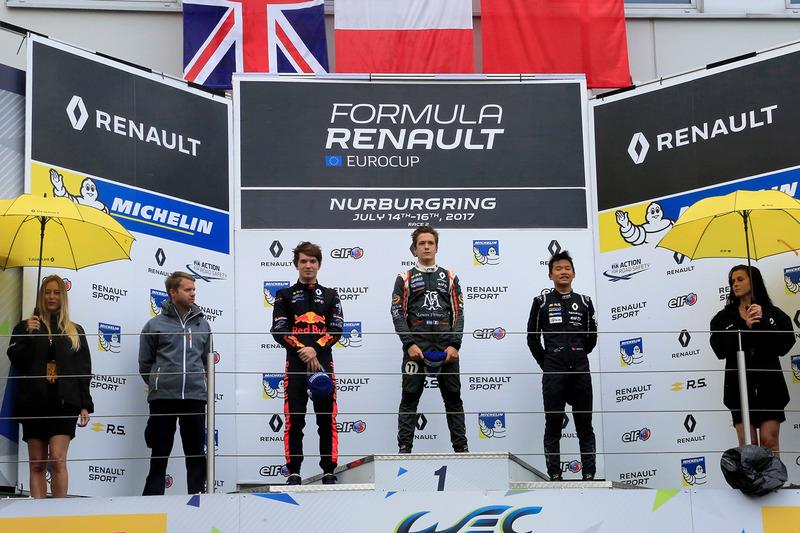 Podio: il vincitore della gara Sacha Fenestraz, Josef Kaufmann Racing, il secondo classificato Dan Ticktum, Arden Motosport, il terzo classificato Yifei Ye, Josef Kaufmann Racing