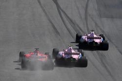 Sergio Perez, Sahara Force India VJM10, Esteban Ocon, Sahara Force India VJM10 and Sebastian Vettel, Ferrari SF70H battle