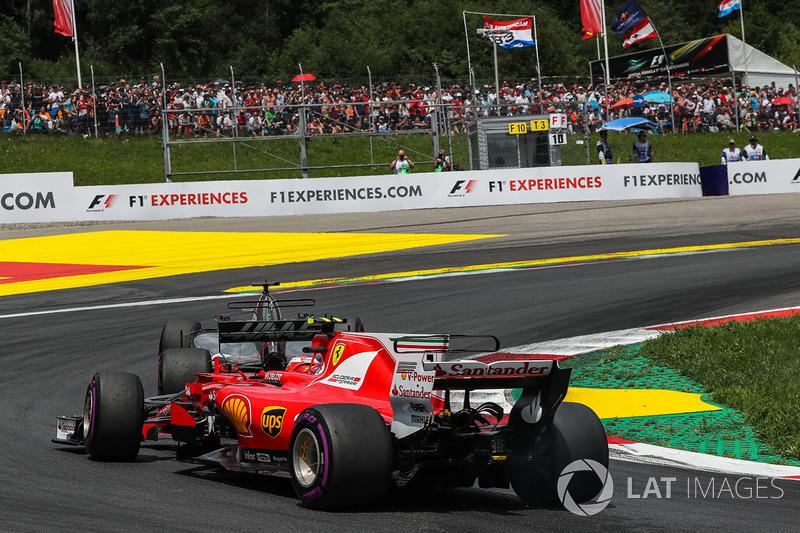 Romain Grosjean, Haas F1 Team VF-17, Kimi Raikkonen, Ferrari SF70H