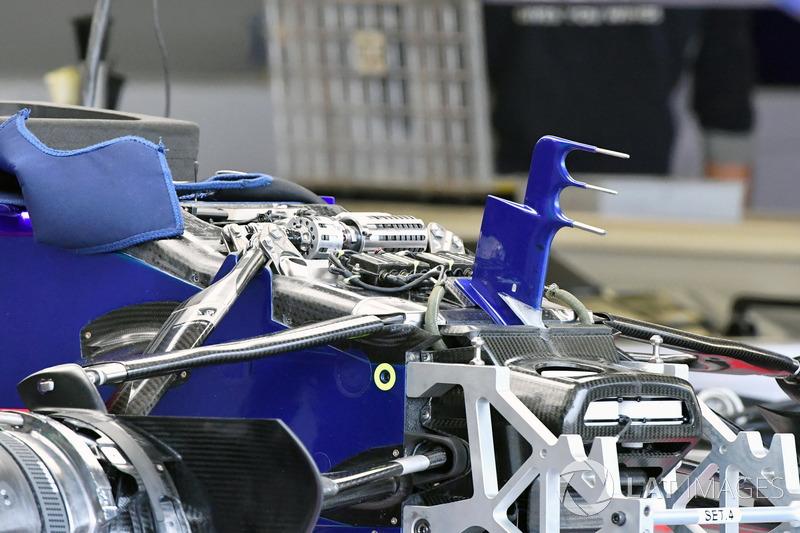 Nez, suspension avant et châssis de la Scuderia Toro Rosso STR12