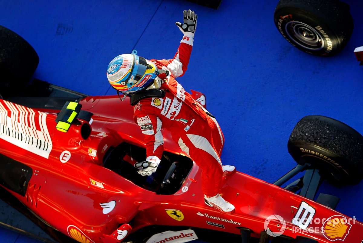 Fernando Alonso, Ferrari F10, ganador de la carrera en Bahréin 2010.