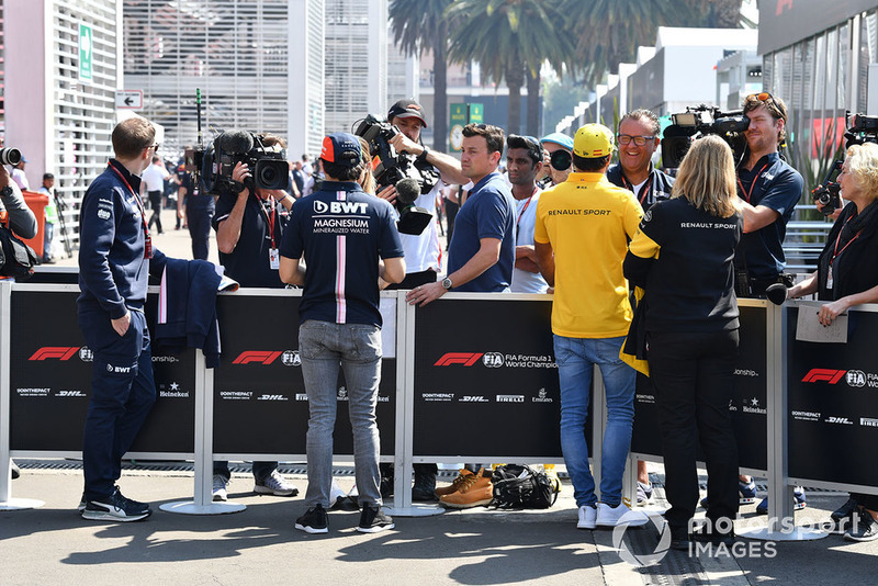 Sergio Perez, Racing Point Force India, Carlos Sainz Jr., Renault Sport F1 Team