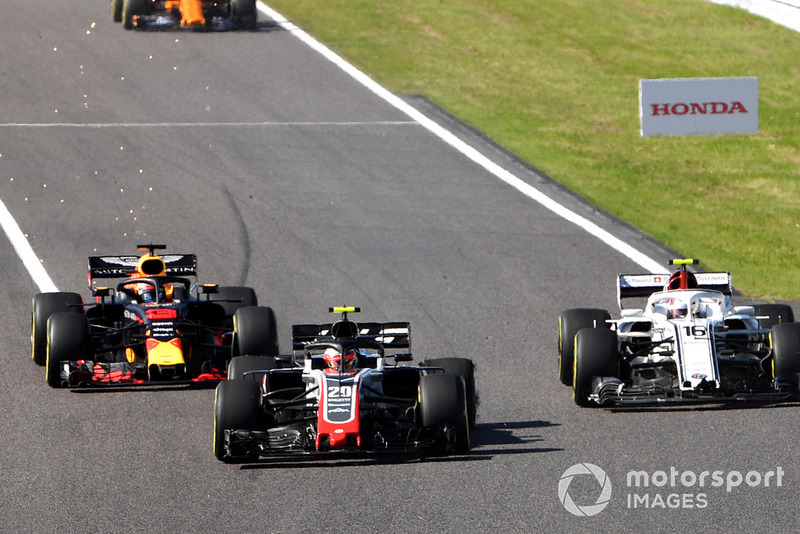 Kevin Magnussen, Haas F1 Team VF-18, Charles Leclerc, Sauber C37 and Daniel Ricciardo, Red Bull Racing RB14