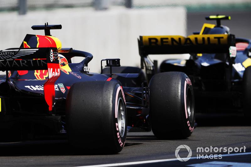 Даниэль Риккардо, Red Bull Racing RB14, и Карлос Сайнс, Renault Sport F1 Team RS18
