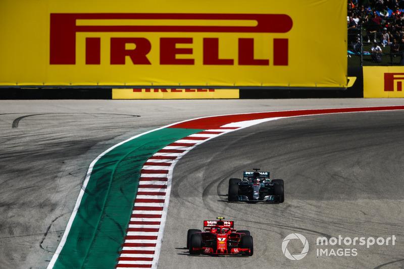 Kimi Raikkonen, Ferrari SF71H, Lewis Hamilton, Mercedes AMG F1 W09 EQ Power+