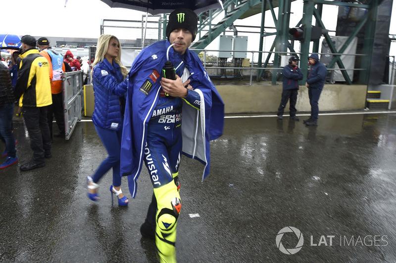 Валентино Россі, Yamaha Factory Racing, залишає стартову решітку