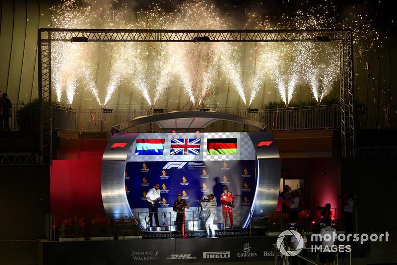 Max Verstappen, Red Bull Racing, Lewis Hamilton, Mercedes AMG F1 y Sebastian Vettel, Ferrari celebran