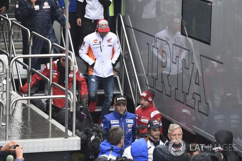 Marc Marquez, Repsol Honda Team, saliendo de la reunión de seguridad