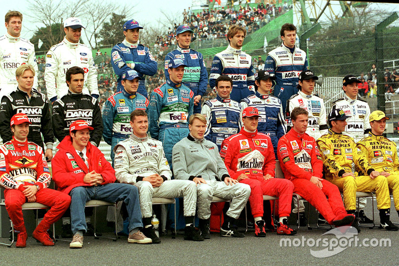 The 1998 Drivers Group picture at the Japanese Grand Prix.