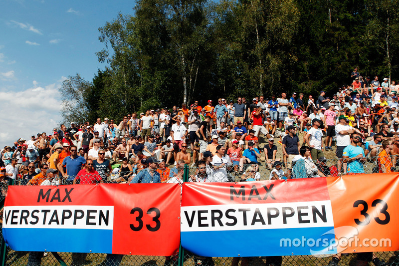 Fans y baners para Max Verstappen, Red Bull Racing