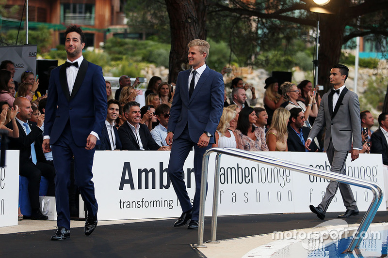 Daniel Ricciardo, Red Bull Racing y Marcus Ericsson, Sauber F1 Team en el Amber Lounge Fashion Show