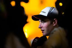 Стоффель Вандорн спілкується з медіа після фінішу