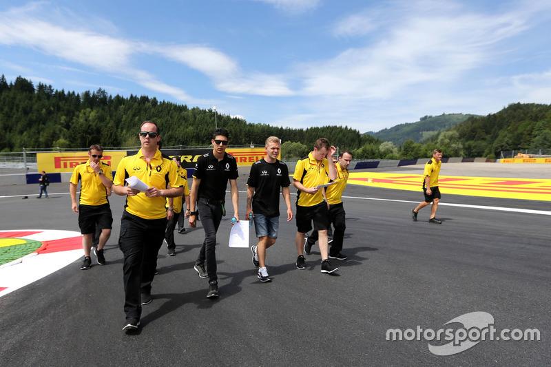 Esteban Ocon, Third Driver, Renault Sport F1 Team and Kevin Magnussen, Renault Sport F1 Team