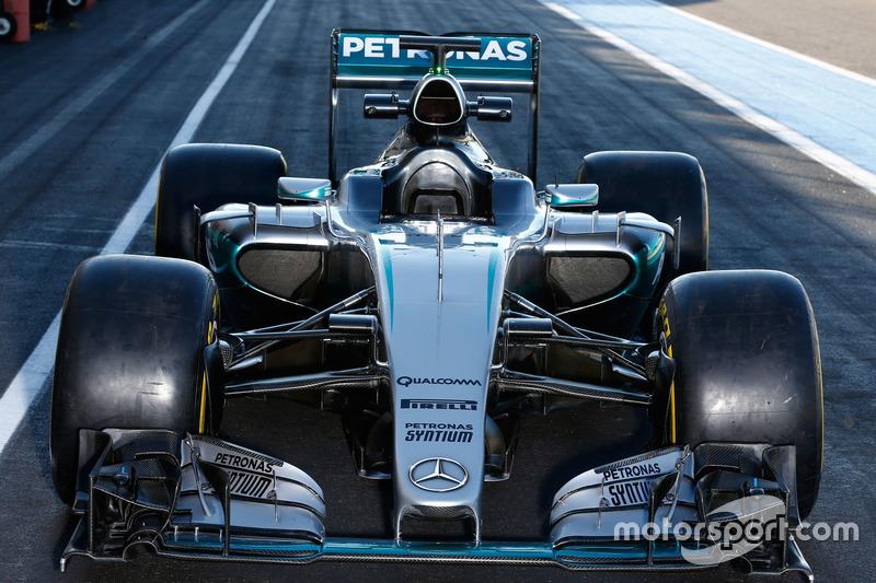 Mercedes AMG F1 W06 Hybrid con le Pirelli 2017