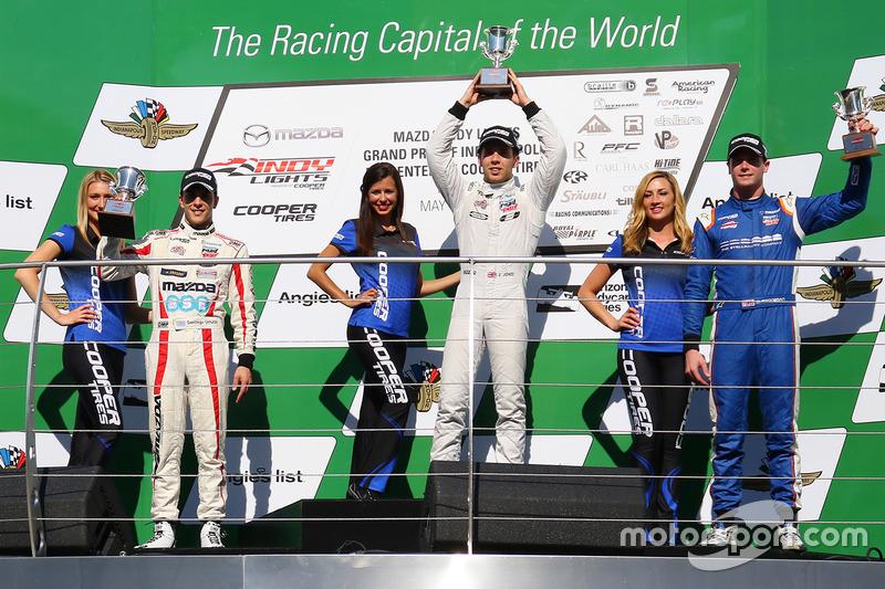 Podio: ganador de la carrera Ed Jones, Carlin, segundo lugar Santiago Urrutia, Schmidt Peterson Motorsports, tercer lugar Dean Stoneman, Andretti Autosport