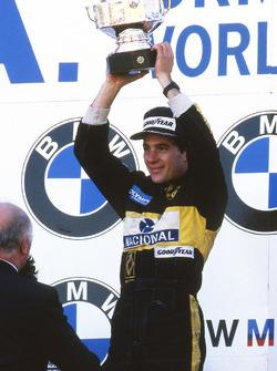 Yarış galibi Ayrton Senna, Lotus