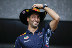 Daniel Ricciardo, Red Bull Racing, sul palco della F1
