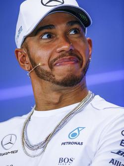 Lewis Hamilton, Mercedes AMG F1, en la conferencia de prensa