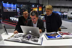Rainer Schlegelmilch and his partner meet Steven Tee on the LAT stand