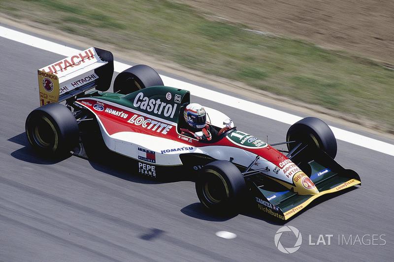 Alessandro Zanardi en el Lotus 107B Ford antes de volar el motor.