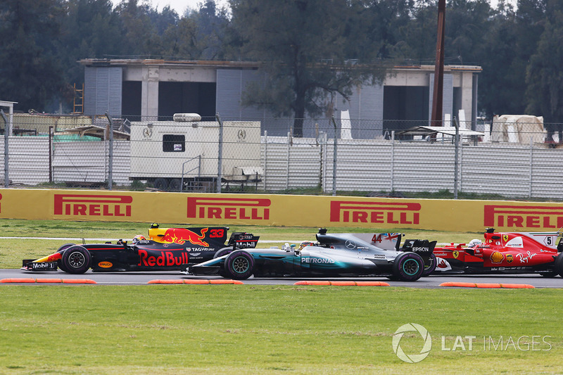 Max Verstappen, Red Bull Racing RB13, leads, Lewis Hamilton, Mercedes AMG F1 W08 and Sebastian Vettel, Ferrari SF70H on the first lap
