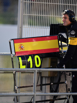 Pit boards for Carlos Sainz Jr., Renault Sport F1 Team
