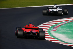 Ромен Грожан, Haas F1 Team VF-18, и Кими Райкконен, Ferrari SF71H