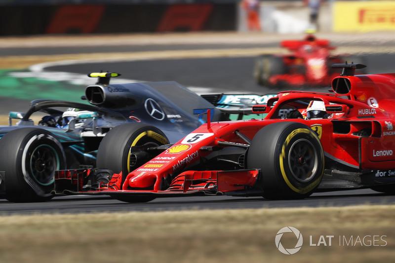 Valtteri Bottas, Mercedes AMG F1 W09, lotta con Sebastian Vettel, Ferrari SF71H