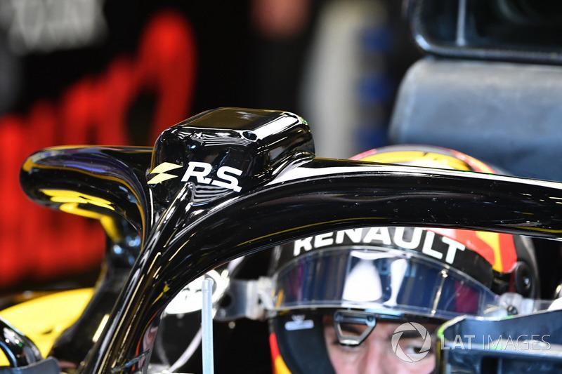 Carlos Sainz Jr., Renault Sport F1 Team R.S. 18 and halo detail