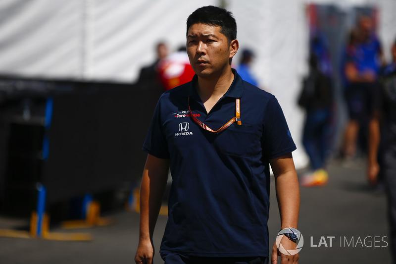 A Toro Rosso Honda engineer