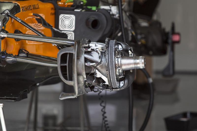 McLaren MCL33, első kerékagy és futómű