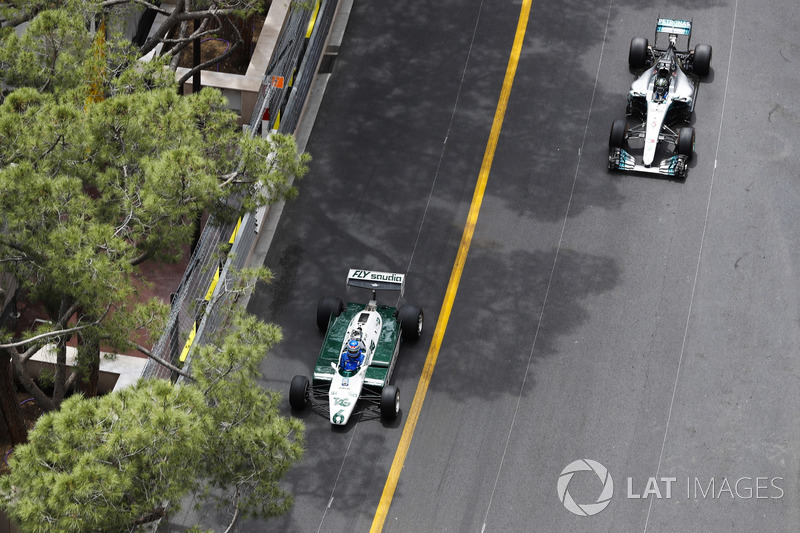Keke Rosberg, 1982 World Champion, and his son Nico Rosberg, 2016 World Champion, lap the circuit in their championship winning cars