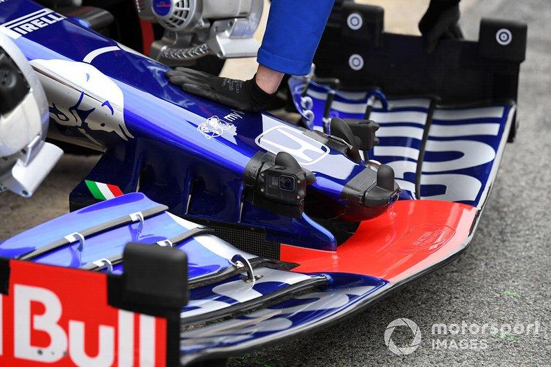Scuderia Toro Rosso STR14, avec des capteurs aéro