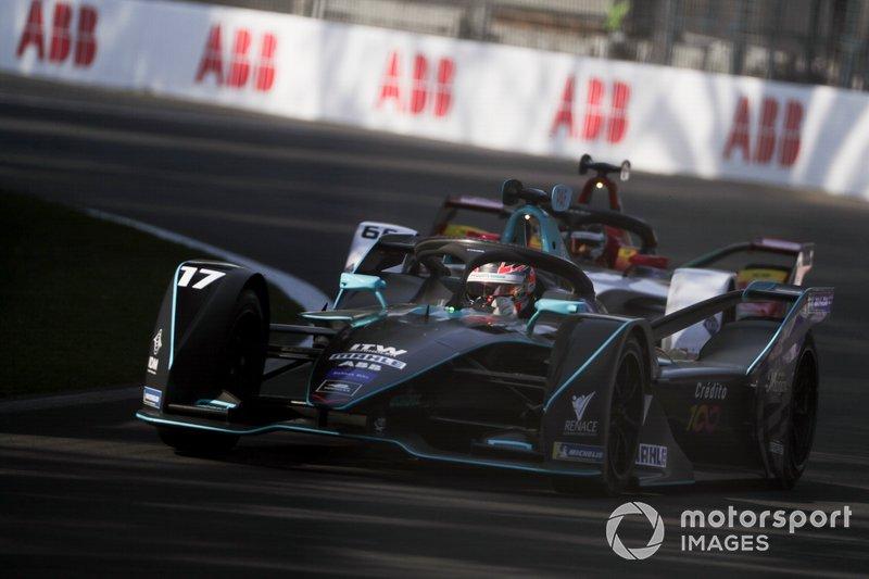 Gary Paffett, HWA Racelab, VFE-05 precede Daniel Abt, Audi Sport ABT Schaeffler, Audi e-tron FE05