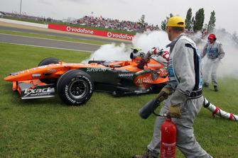 Christijan Albers, Spyker F8-VII se retira con la manguera de combustible atrapada en su automóvil