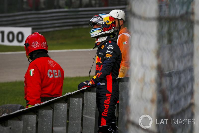 Daniel Ricciardo, Red Bull Racing, abandona