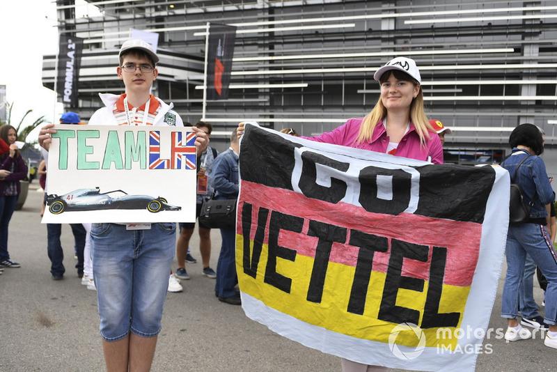 Lewis Hamilton, Mercedes AMG F1 y Sebastian Vettel, Ferrari fans