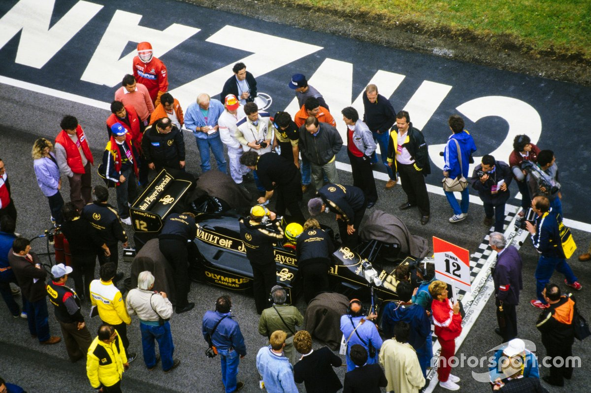 Ayrton Senna, Lotus 97T Renault, on the grid