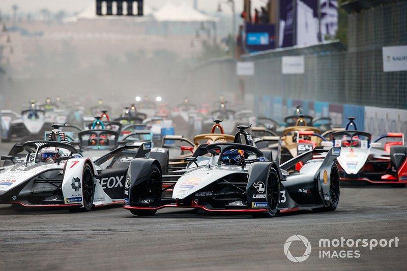 Sébastien Buemi, Nissan e.Dams, Nissan IMO1 lotta con Jose Maria Lopez, GEOX Dragon Racing, Penske EV-3, alla partenza