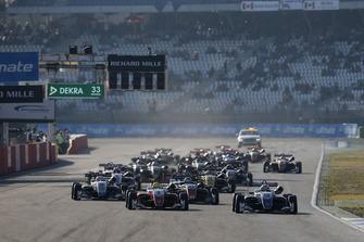 Start action, Robert Shwartzman, PREMA Theodore Racing Dallara F317 - Mercedes-Benz leads