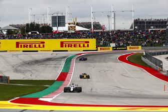 Lance Stroll, Williams FW41, Carlos Sainz Jr., Renault Sport F1 Team R.S. 18, y Pierre Gasly, Scuderia Toro Rosso STR13