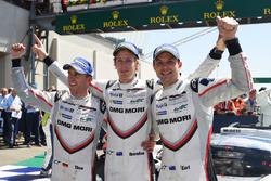 Переможці: Тімо Бернхард, Ерл Бамбер і Брендон Хартлі, Porsche Team
